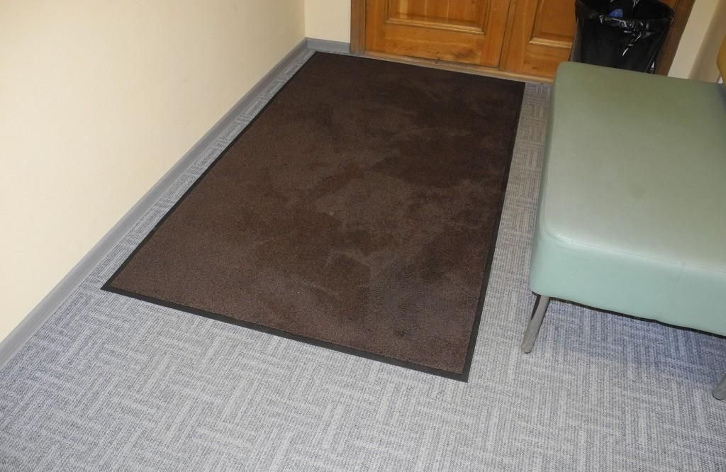 Аренда грязезащитных ковров